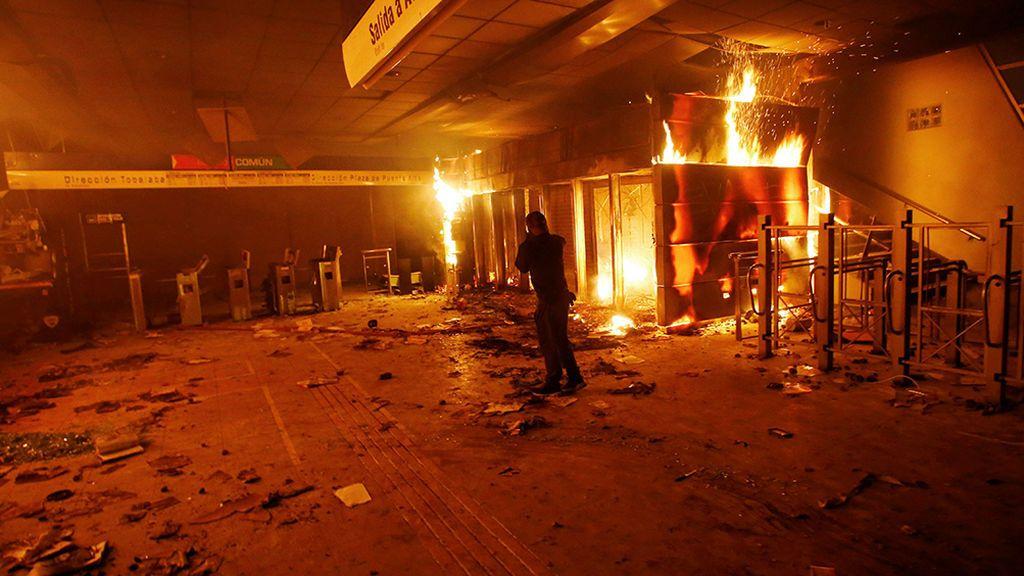 Al menos tres muertos en otra noche violenta en Chile