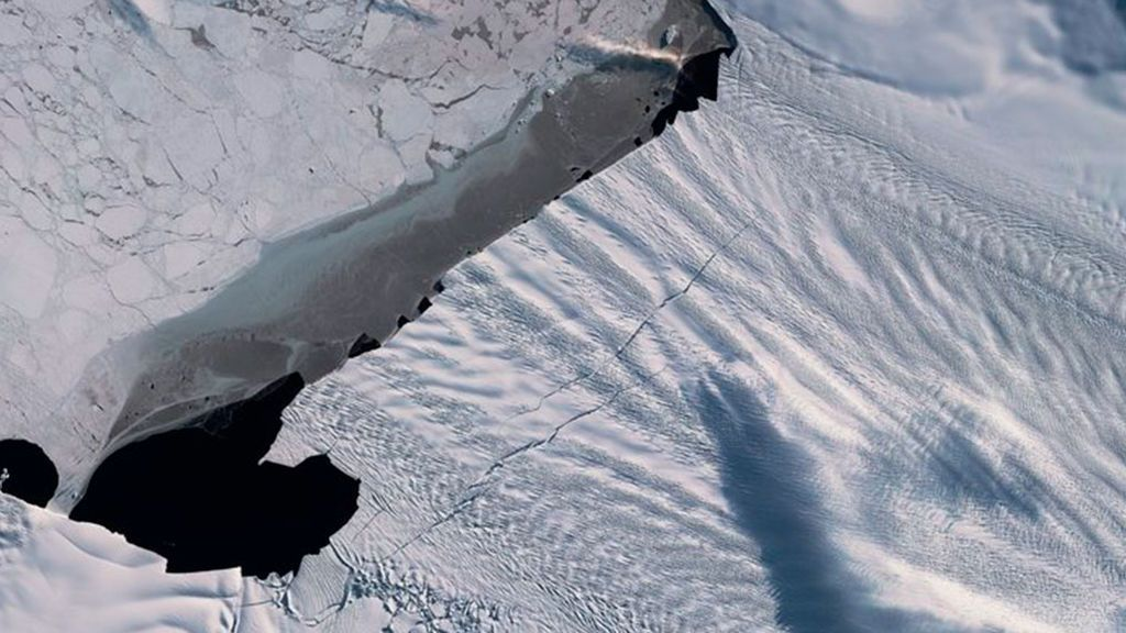 Nuevas grietas kilométricas en el glaciar Pine Island de la Antártida