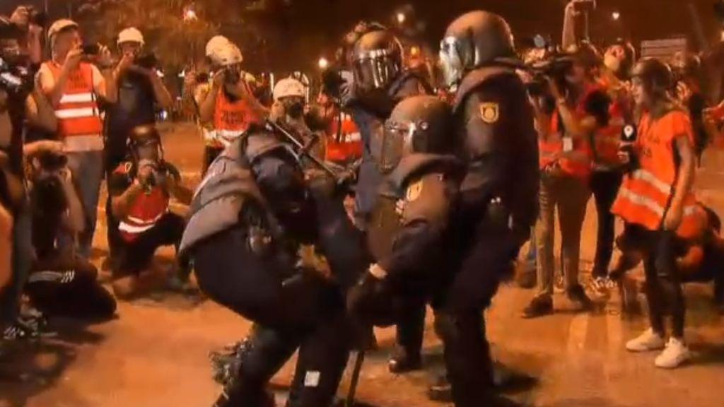 """El agente herido grave en Barcelona no tiene afectada la movilidad y sus pulmones van """"bien"""""""