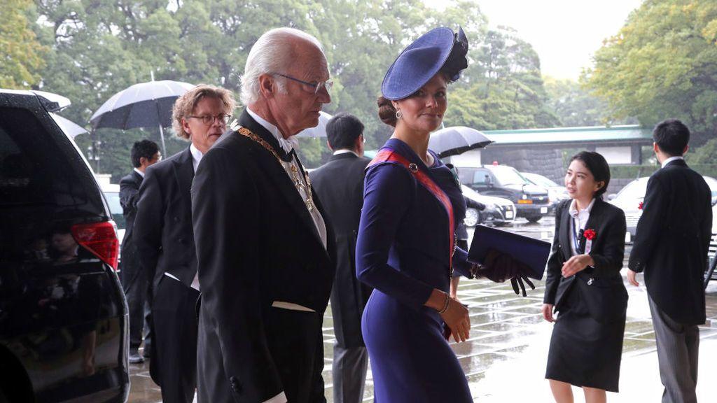 El rey y la princesa de Suecia,a su llegada al palacio de Tokio