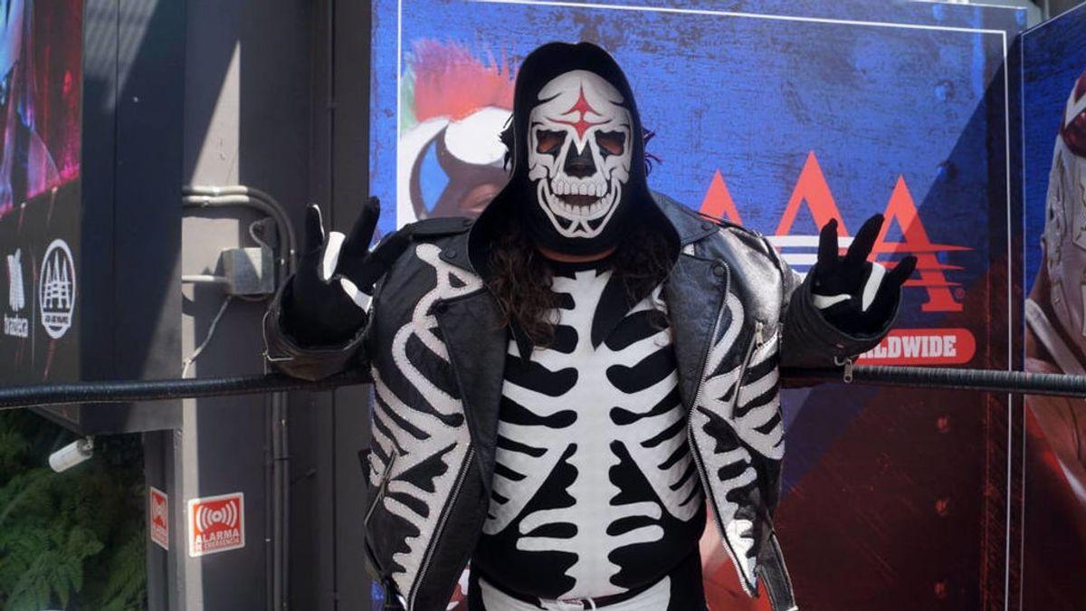 La escalofriante caída de La Parka en la lucha libre mexicana termina con una compresión de médula espinal
