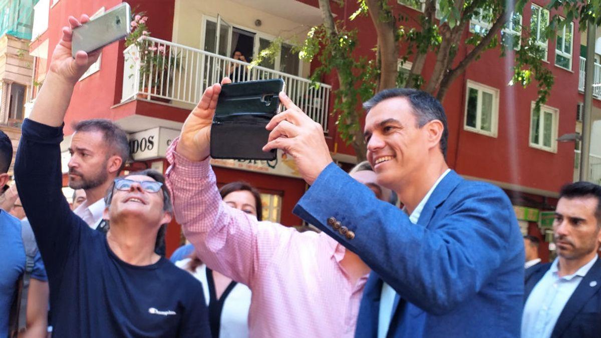 Las redes sociales 'trolean' la iniciativa del PSOE para recuperar 'selfis' con Pedro Sánchez
