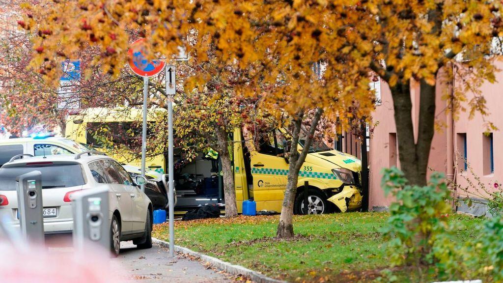 Un hombre armado roba una ambulancia y atropella a varios peatones, incluidos menores, en Oslo