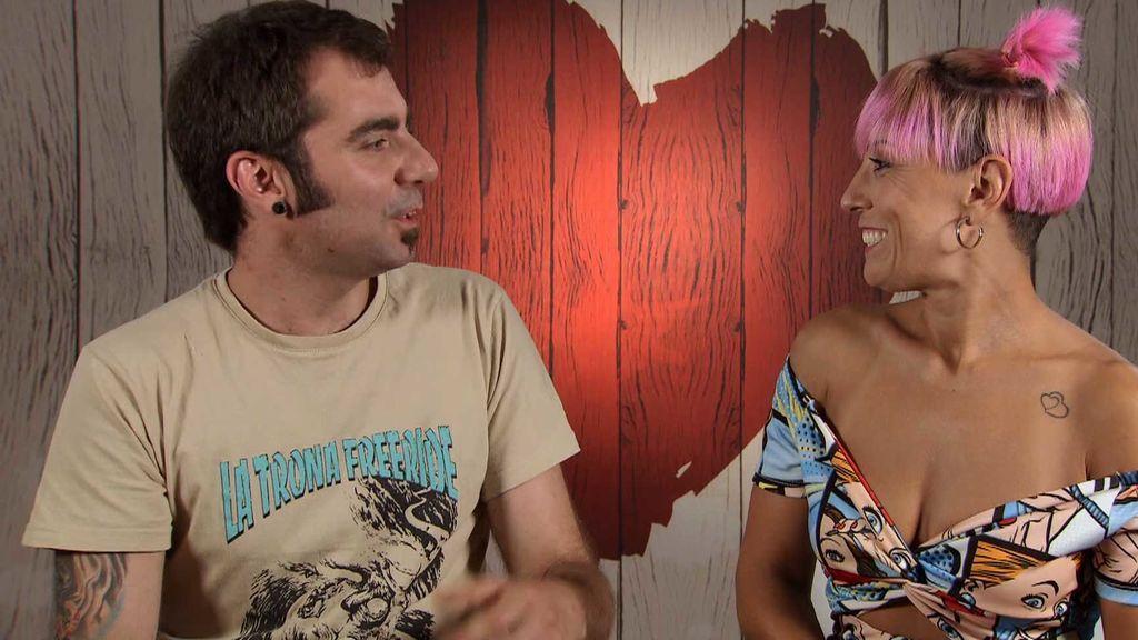 Carlos masturba a Esther durante su cena en 'First Dates'