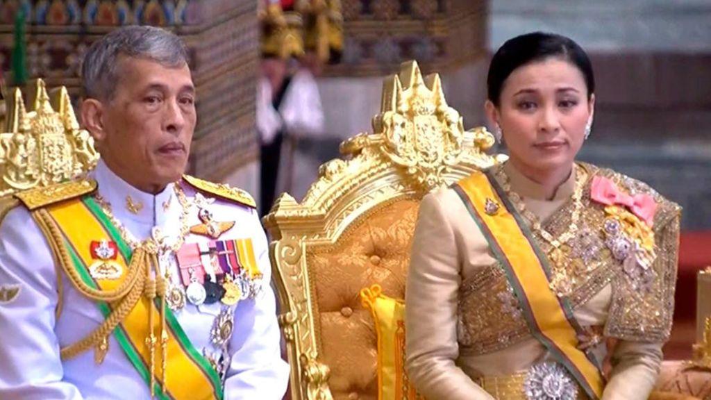Escándalo real en Tailandia:  El rey rechaza a su consorte