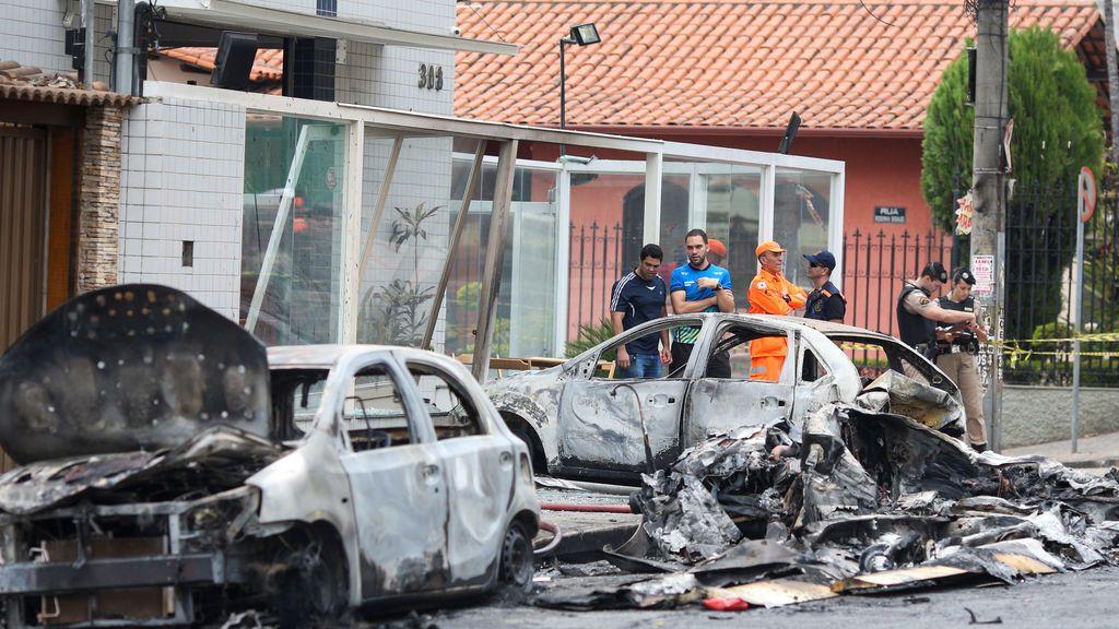 Se estrella en una calle llena de coches una avioneta y mueren tres personas en Brasil