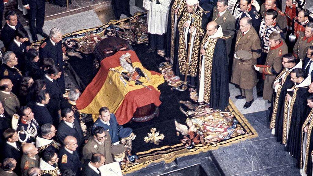 Así contaron las crónicas el primer entierro de Franco