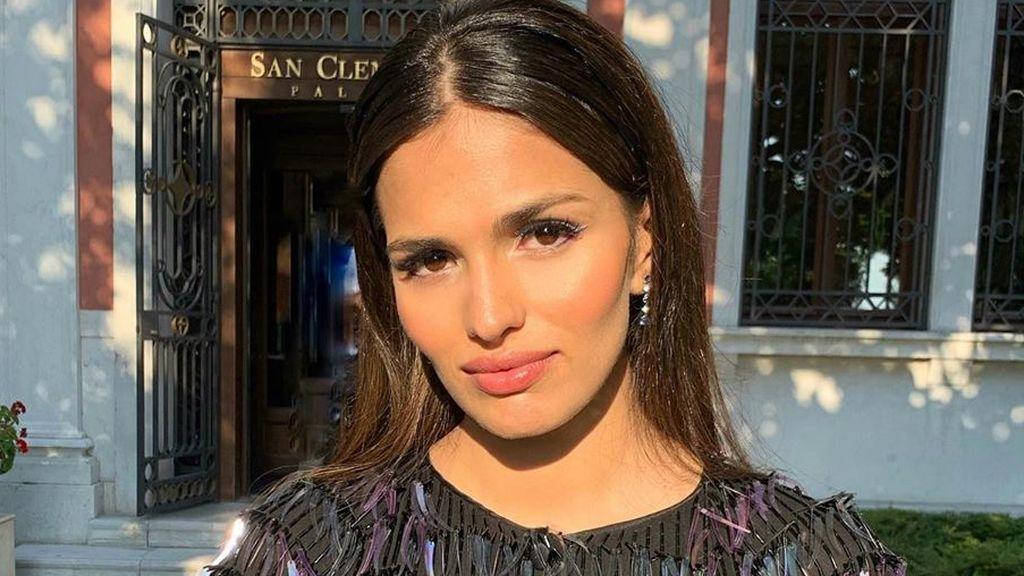 """Sara Sálamo apuesta por un cambio de look y se corta el flequillo recto: """"Nuevas historias"""""""