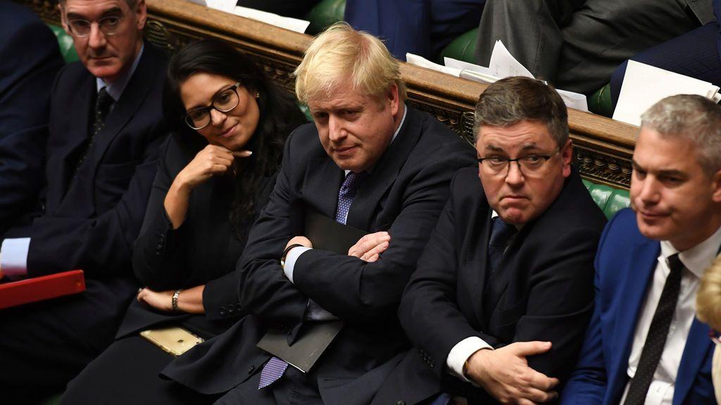 Boris Johnson se desinfla ante el no de Westminster a su brexit exprés