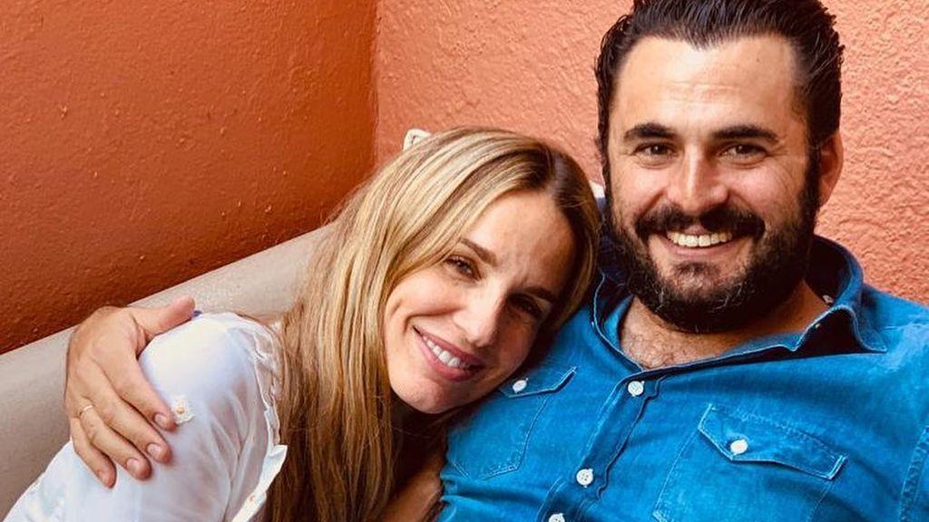 """Emiliano Suárez y Carola Baleztena reaparecen un mes después de la pérdida de su bebé: """"Es bastante duro el trago"""""""