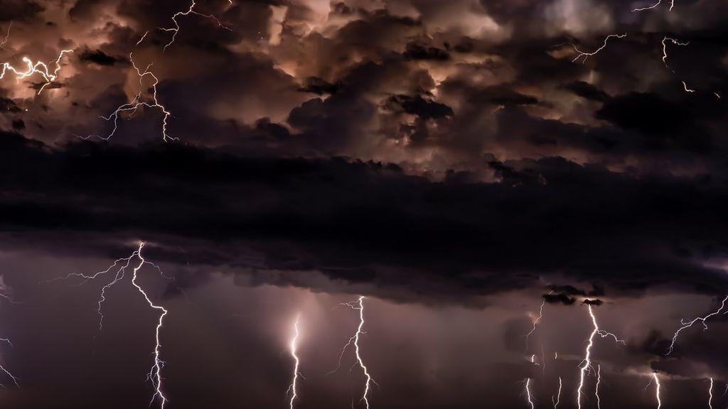 Segundo día de octubre con mayor número de descargas eléctricas del siglo