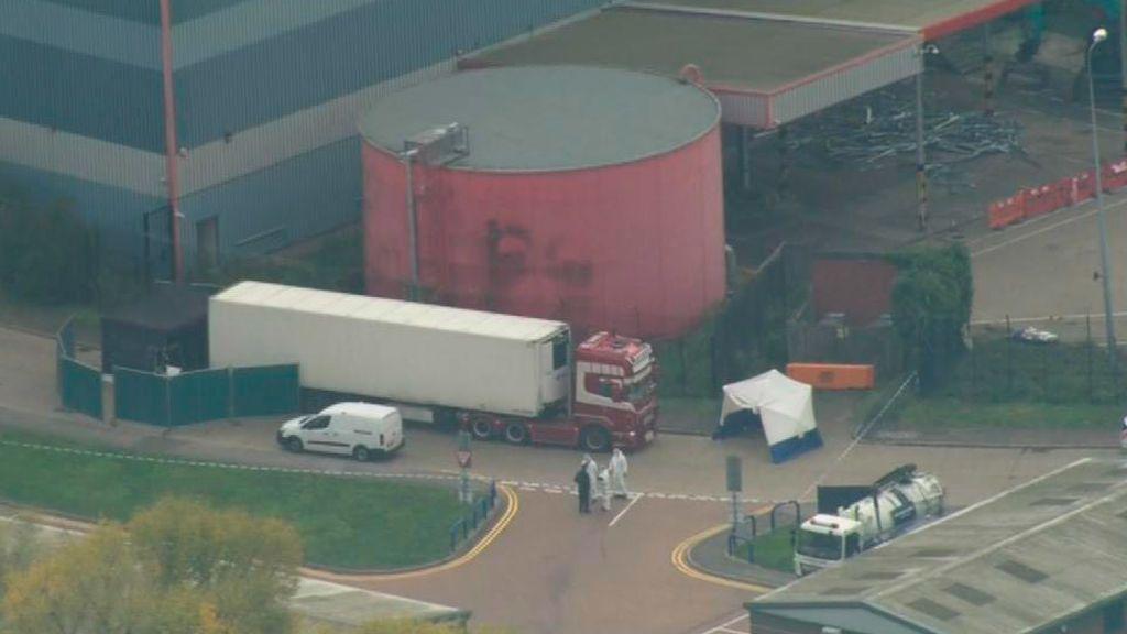 Encuentran 39 cadáveres en un camión en Inglaterra