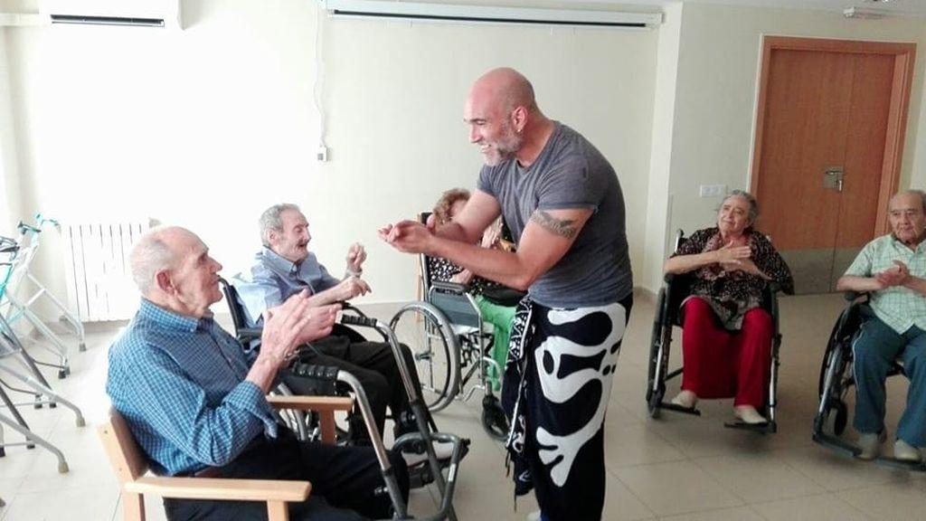 Paco Mora El Bailaor Que Enseñó A Su Madre A Bailar Flamenco Para Combatir El Alzhéimer