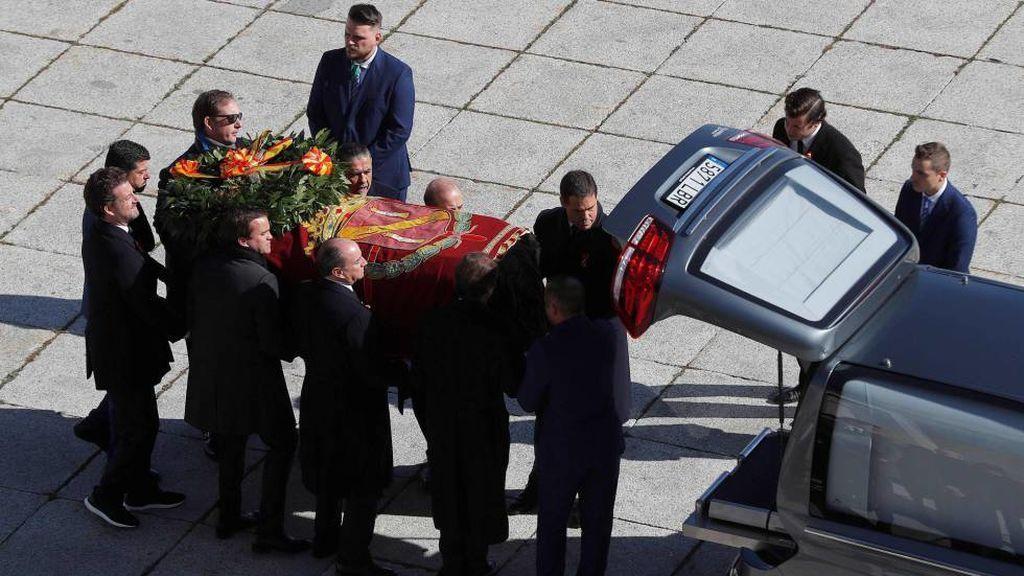 Pomposa o austera, opina sobre la exhumación de Franco