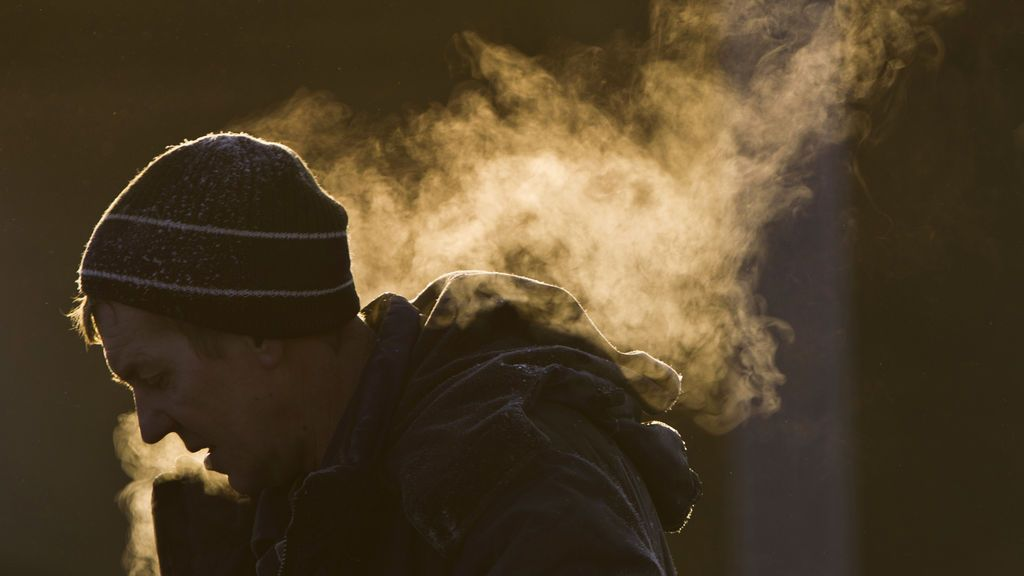 Hace frío y al hablar te sale vaho de la boca: por qué se produce este efecto