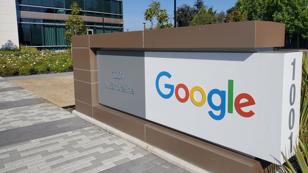 Google, acusada por sus trabajadores de espiarles
