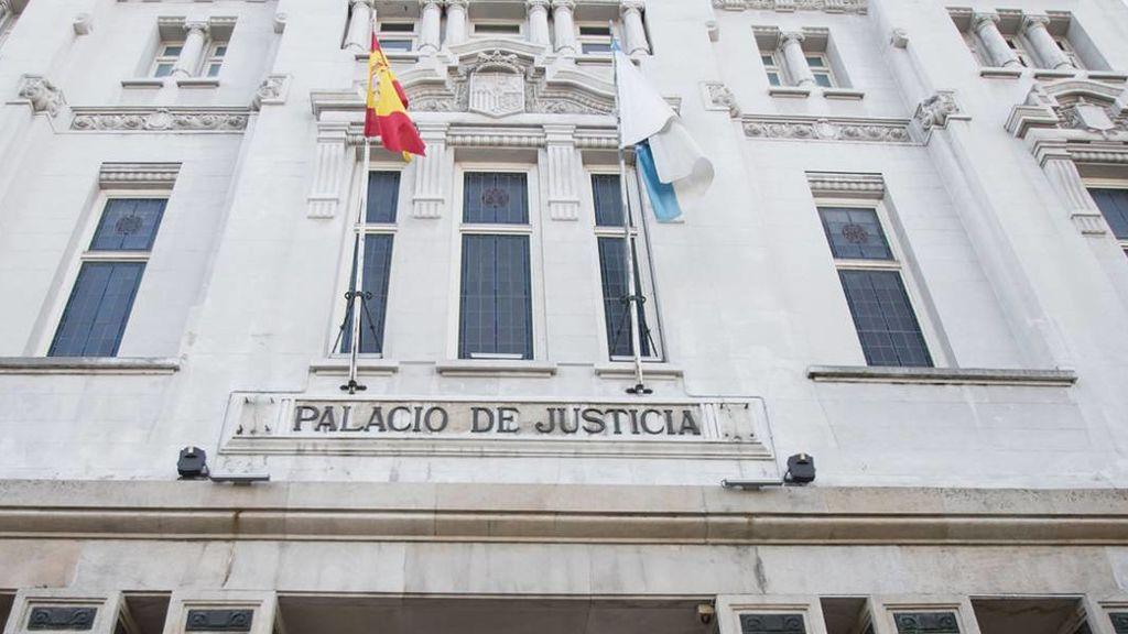 Piden 10 años de prisión a un hombre por violar a su hija de 13 con permiso de su madre y su abuela en Galicia