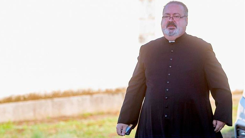 Un Tejero oficia la misa en Mingorrubio por Franco
