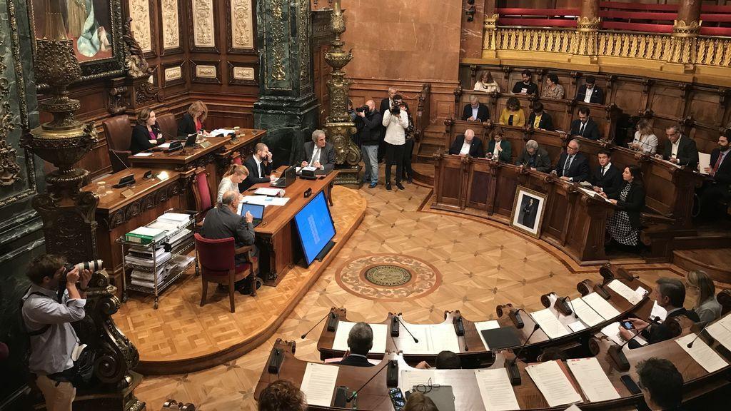 El pleno de Barcelona rechaza la sentencia del 1-O y pide la libertad de los presos