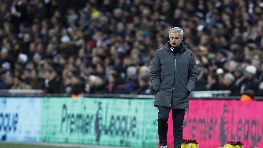 Mourinho renueva su cuerpo técnico por si recibe una llamada de urgencia del Real Madrid