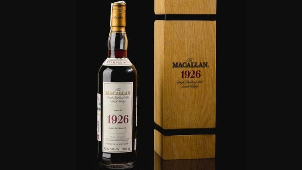 Una botella de whisky 'The Macallan' bate un récord al venderse por más de 1,7 millones de euros en subasta