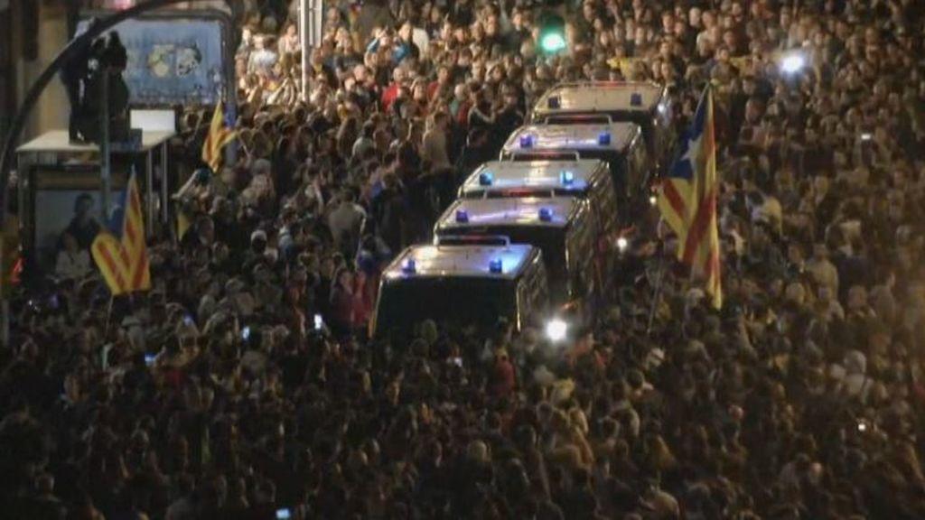 Los CDR concentran a miles de manifestantes frente a la Jefatura Superior de Policía