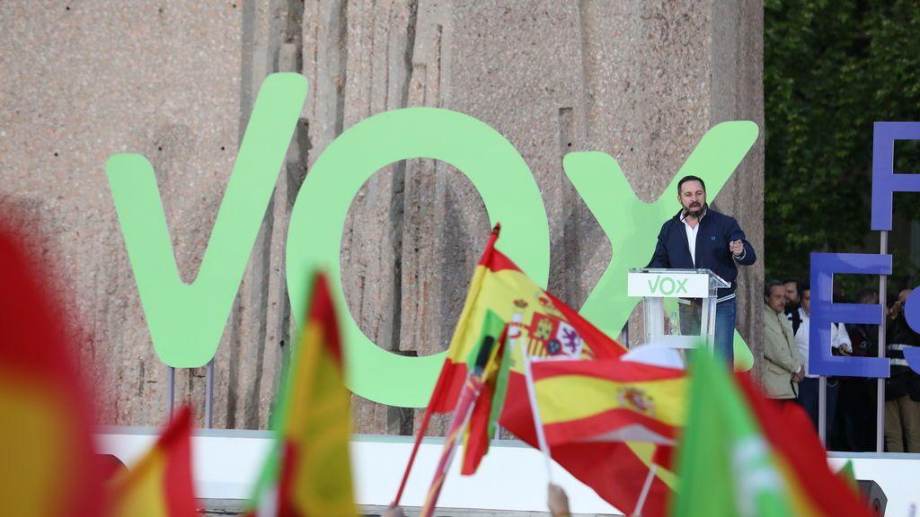 EuropaPress_2092486_El_presidente_de_Vox_Santiago_Abascal_en_el_cierre_de_campaña_de_Vox_en_la_Plaza_de_Colón_en_Madrid