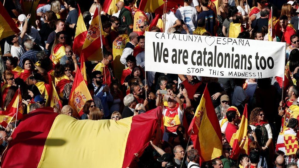"""Miles de personas dicen """"basta"""" en Barcelona al proceso independentista"""