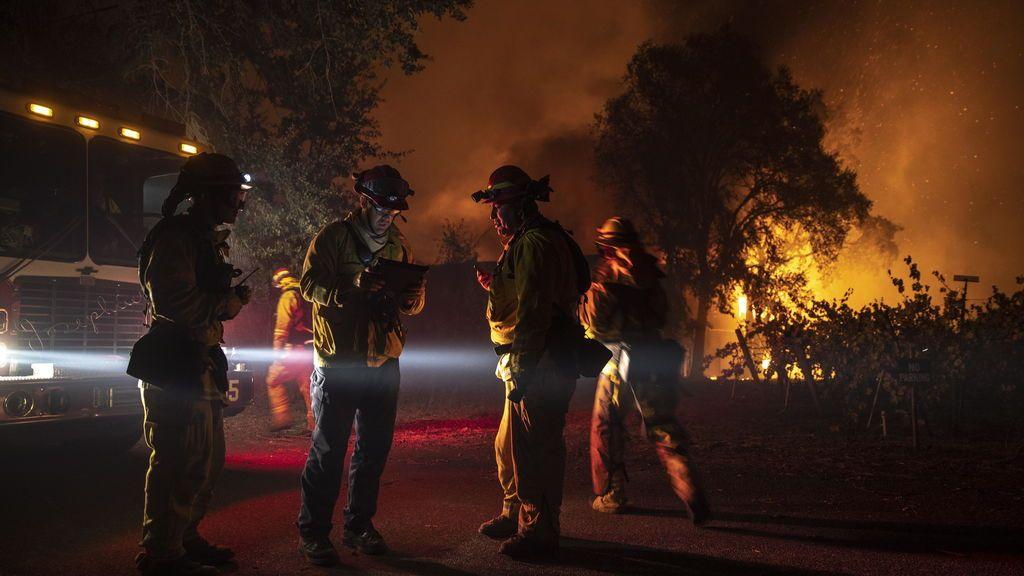 Uno de los incendios de California obliga a la evacuación de 180.000 personas en el condado de Sonoma