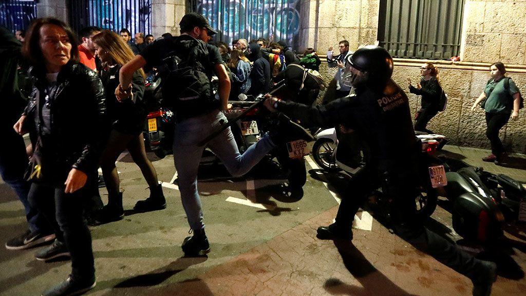 Manifestantes y Policía enfrentados en las calles de la ciudad