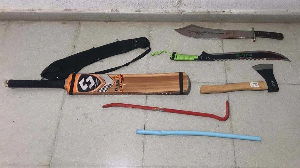 Cuchillos, catanas, un hacha... las armas de la pelea a muerte en Badalona