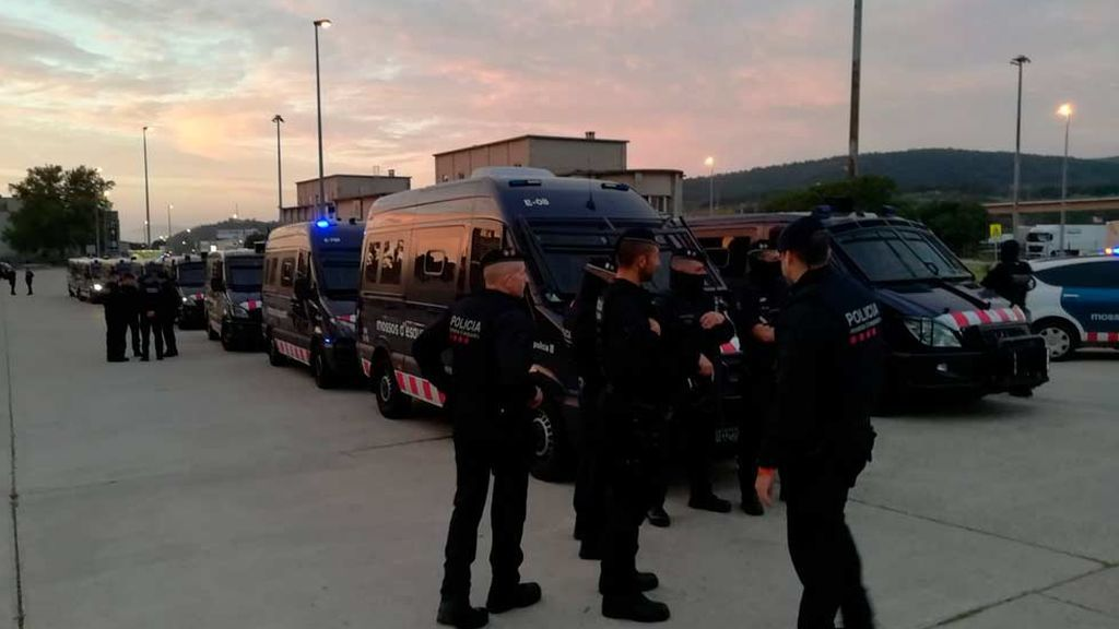 Una amplia presencia policial impide a los CDR cortar la frontera en la Junquera