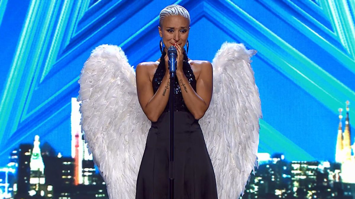 """La delicadeza y la pérdida de Sara, 'la mujer de hojalata', conmueve al jurado: """"Esta canción se la dedico a mi pareja, es un ángel absoluto"""""""