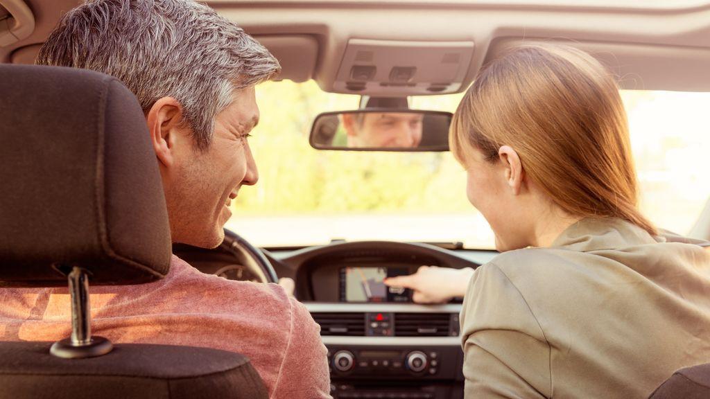 ¿Qué actitudes de un copiloto pueden resultar molestas durante un viaje en coche?