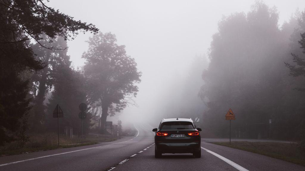 El anticiclón también nos deja niebla: cinco consejos para evitar accidentes en carretera