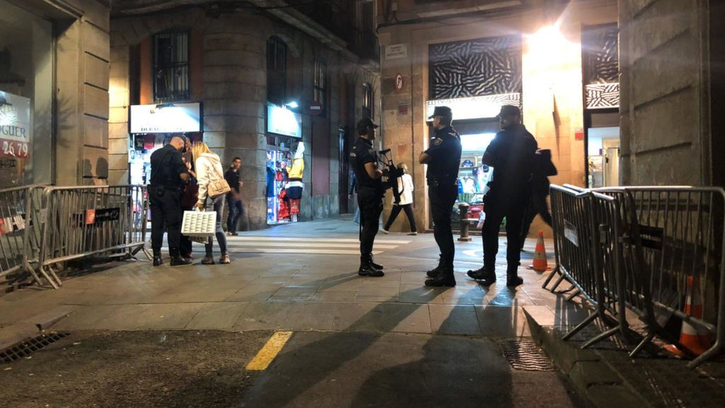 El Ayuntamiento de Barcelona pide a la policía que abandone el centro de Barcelona