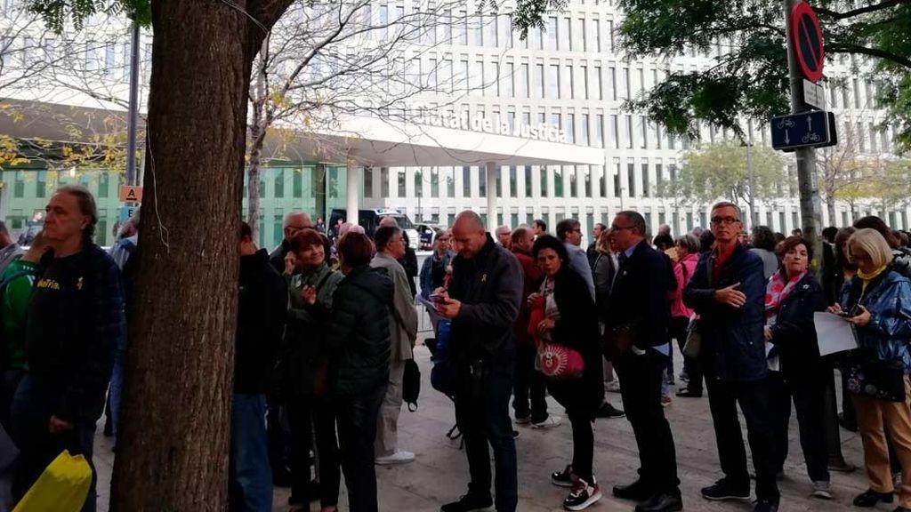 Colas en los juzgados catalanes para autoinculparse por sedición