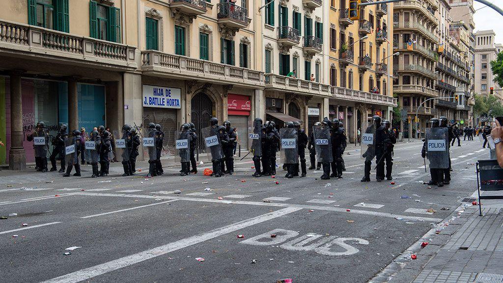 Un avión medicalizado de Defensa trasladará a Galicia al policía herido grave en los disturbios de Barcelona