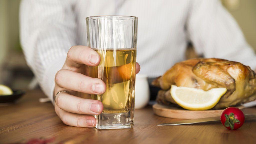 Vermut, vino, cerveza y whisky: cuatro alcoholes para emborrachar al pollo