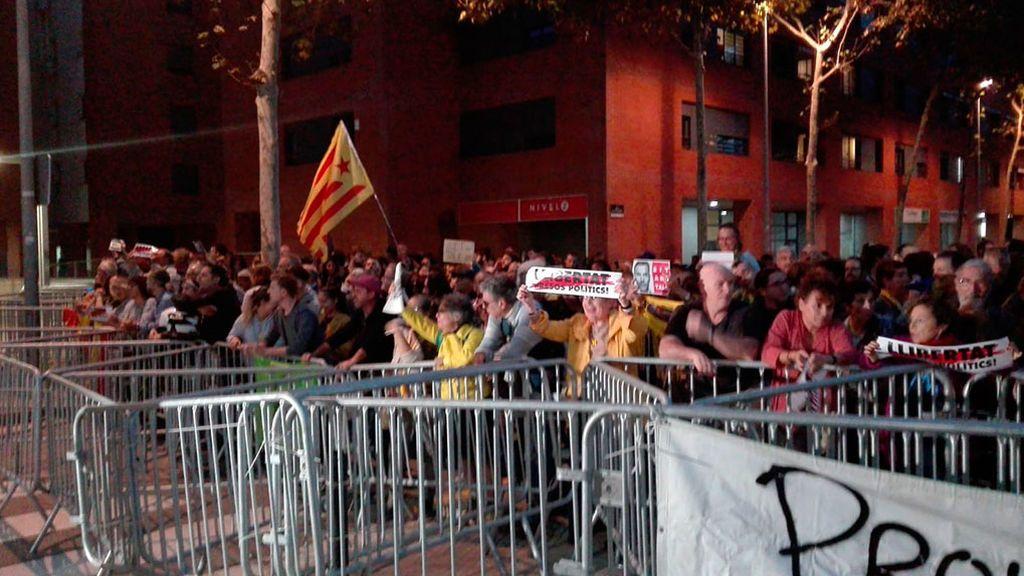 Los CDR intentan boicotear, sin éxito, un acto de Pedro Sánchez en Viladecans