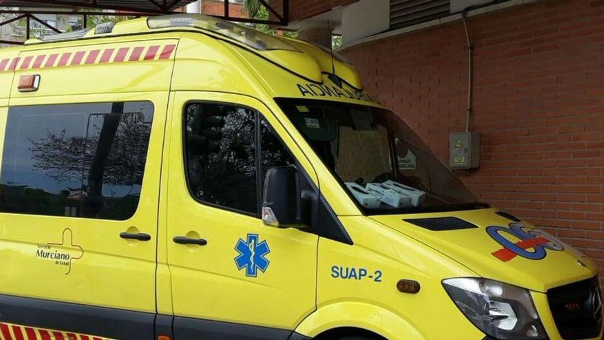 Muere al clavarse un pincho de una valla de una casa en Murcia