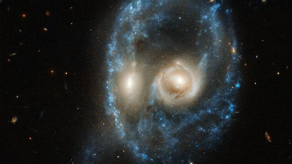 Fantasmal colisión en el espacio: la Nasa nos enseña dos galaxias con forma curiosa por Halloween