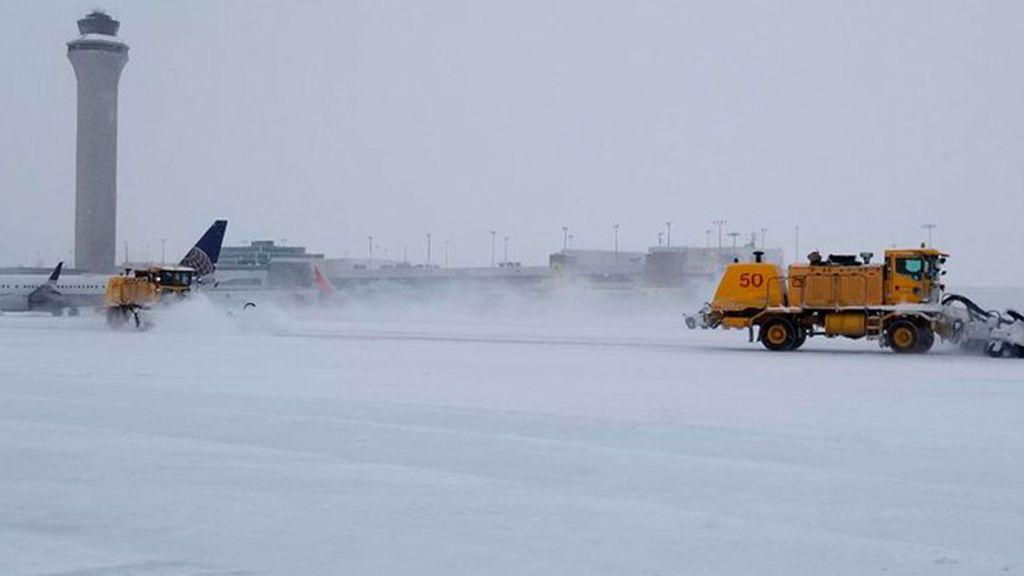 800 personas quedan atrapadas por la nieve en el aeropuerto estadounidense de Denver