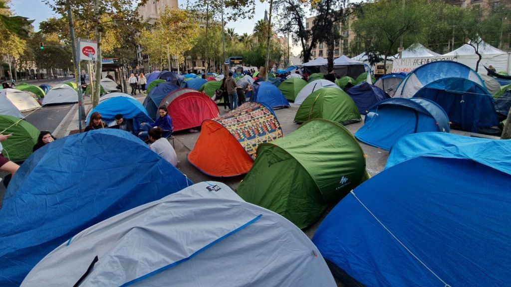 La acampada indefinida de estudiantes en Plaza Universidad