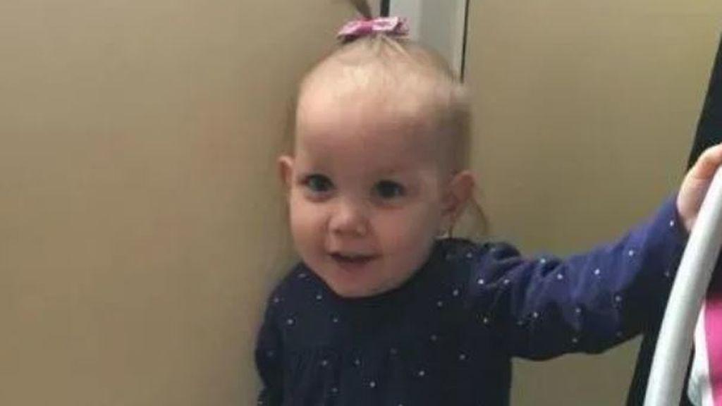 Su hija de dos años muere atragantada tras una sucesión de fallos del servicio de Emergencias