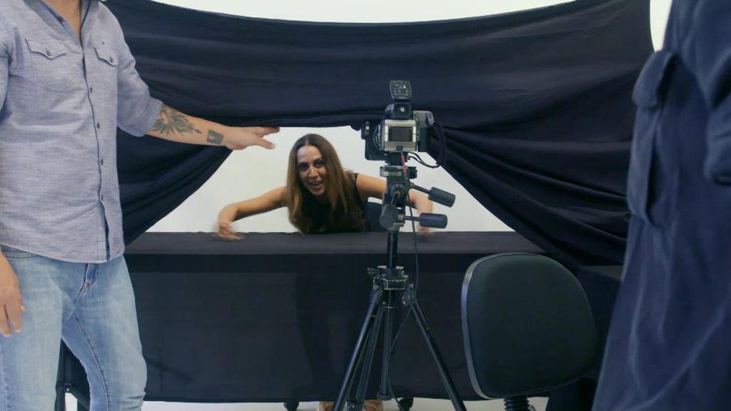 El gran reto de Mónica Naranjo: tener un orgasmo mientras le hacen fotos