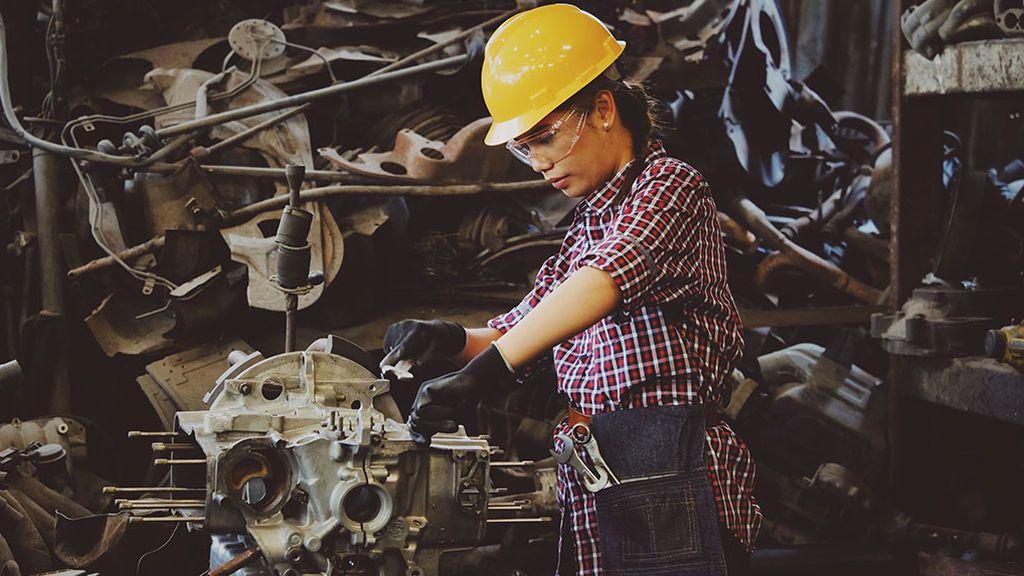 Desde noviembre las mujeres trabajan gratis: la brecha salarial es de dos meses de sueldo menos al año