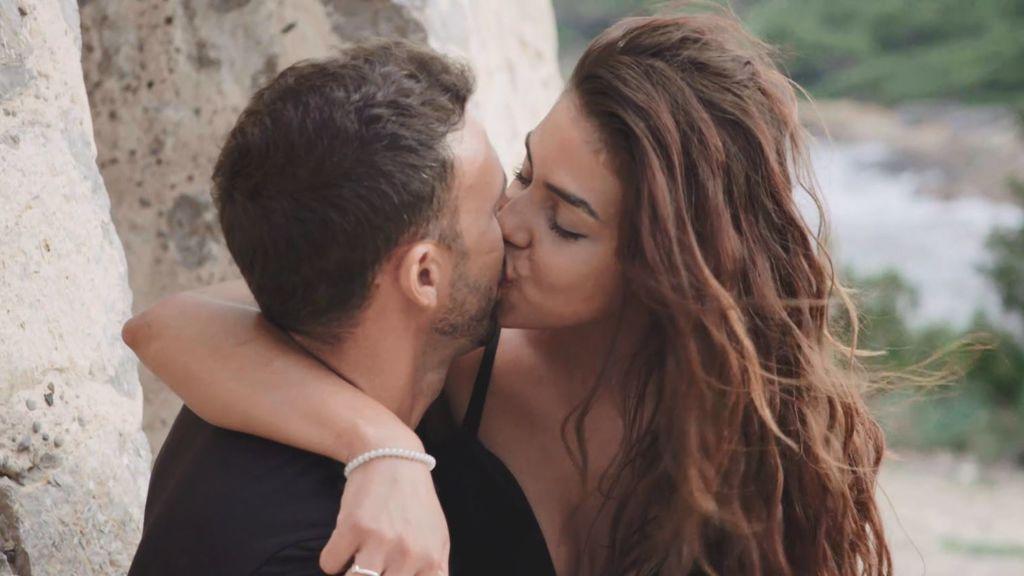 El beso apasionado de Javi y Andrea