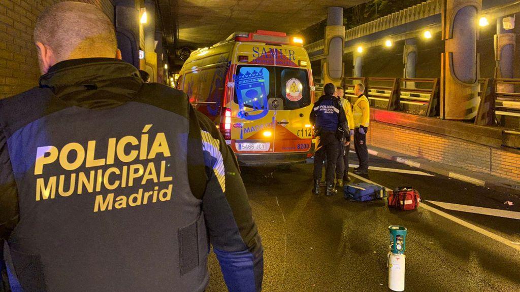 Grave accidente de un motorista de 23 años en Madrid al perder el control en un túnel