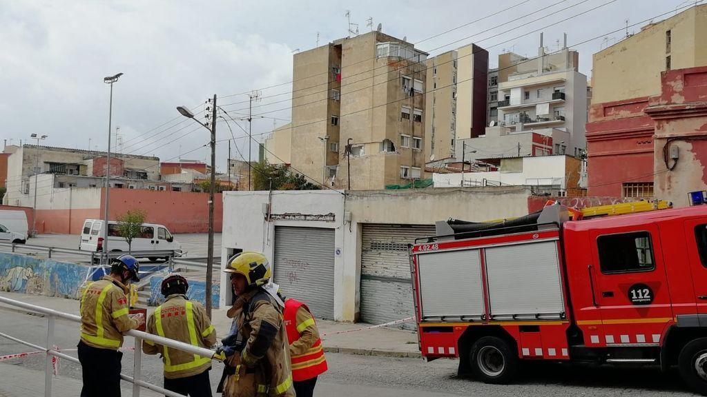 14 fincas desalojadas en Badalona por temor al derrumbe de un edificio